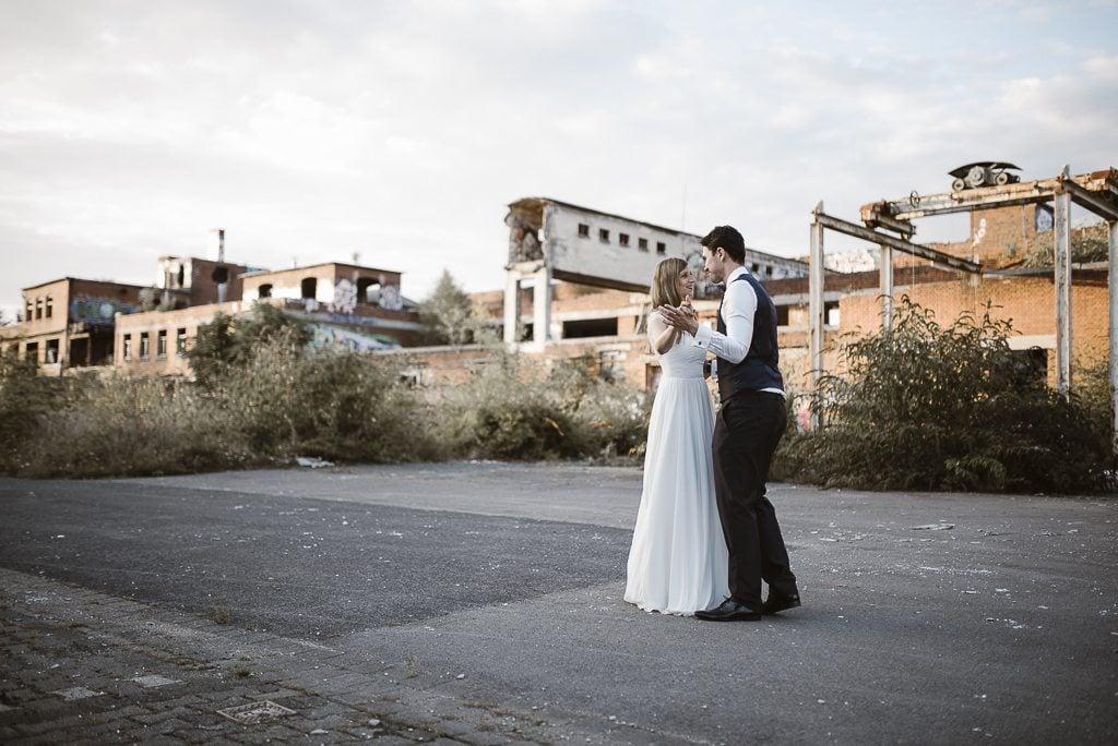 vera-prinz_boho_vintage_hippie_paarshooting_after-wedding_koeln_037