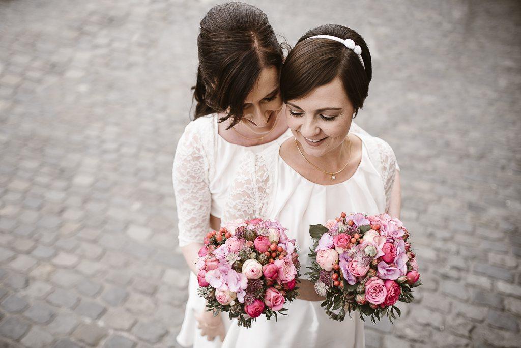Hochzeit Rathaus Köln-Gleichgeschlechtliche Heirat-Lesbische Hochzeit-Frauenhochzeit-Hochzeitsfotograf Köln-Hochzeitsfotograf NRW-Boho-Vintage-Hippie-Vera Prinz