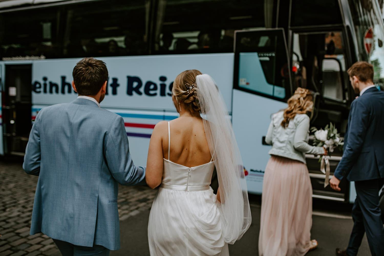 076 DSC 7478 Hochzeitsfotograf Köln Hochzeit NRW Hausboot Düsseldorf Boho Vintage Hippie Elopement Vera Prinz