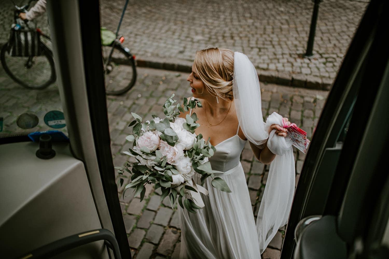 077 DSC 7484 Hochzeitsfotograf Köln Hochzeit NRW Hausboot Düsseldorf Boho Vintage Hippie Elopement Vera Prinz
