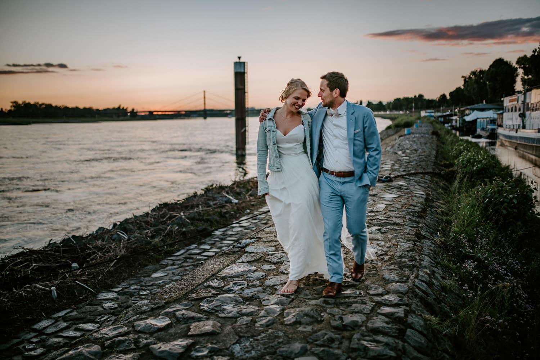 132 DSC 8004 Hochzeitsfotograf Köln Hochzeit NRW Hausboot Düsseldorf Boho Vintage Hippie Elopement Vera Prinz