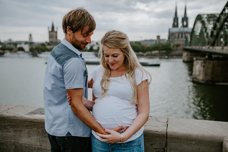 056 DSC 8545 Hochzeitsfotograf Köln Babybauch NRW Schwangerschaftsfotografie Babybauch Köln Vintage Ungestellte Schwangerschaftsfotos Vera Prinz