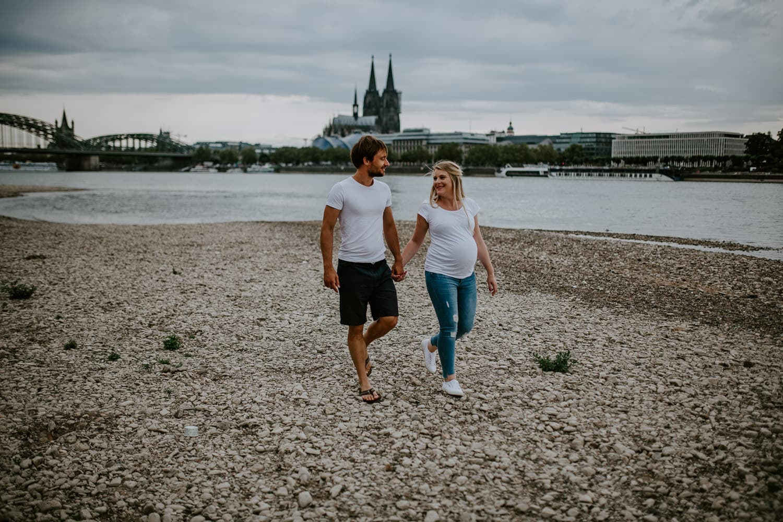 087 DSC 8949 Hochzeitsfotograf Köln Babybauch NRW Schwangerschaftsfotografie Babybauch Köln Vintage Ungestellte Schwangerschaftsfotos Vera Prinz