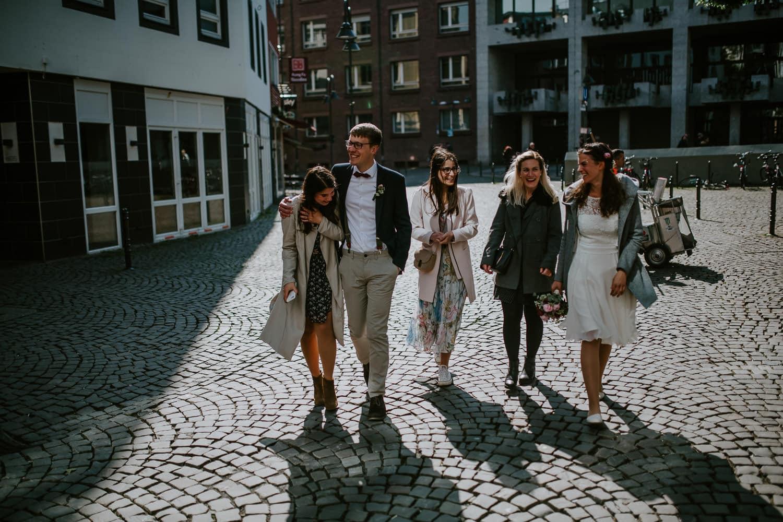 029 DSC 3384 Hochzeitsfotograf Köln Hochzeit NRW Rathaus Standesamt Köln Bogen 5 Düsseldorf Boho Vintage Hippie Elopement Vera Prinz