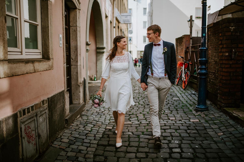 030 DSC 3454 Hochzeitsfotograf Köln Hochzeit NRW Rathaus Standesamt Köln Bogen 5 Düsseldorf Boho Vintage Hippie Elopement Vera Prinz
